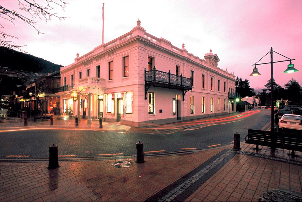 Queenstown casino opening hours